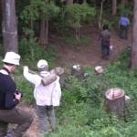 東雲山荘で一服後、それぞれに標高表示杭、カケヤ、ハンマー等を分担し、標高杭打ち作業に出発