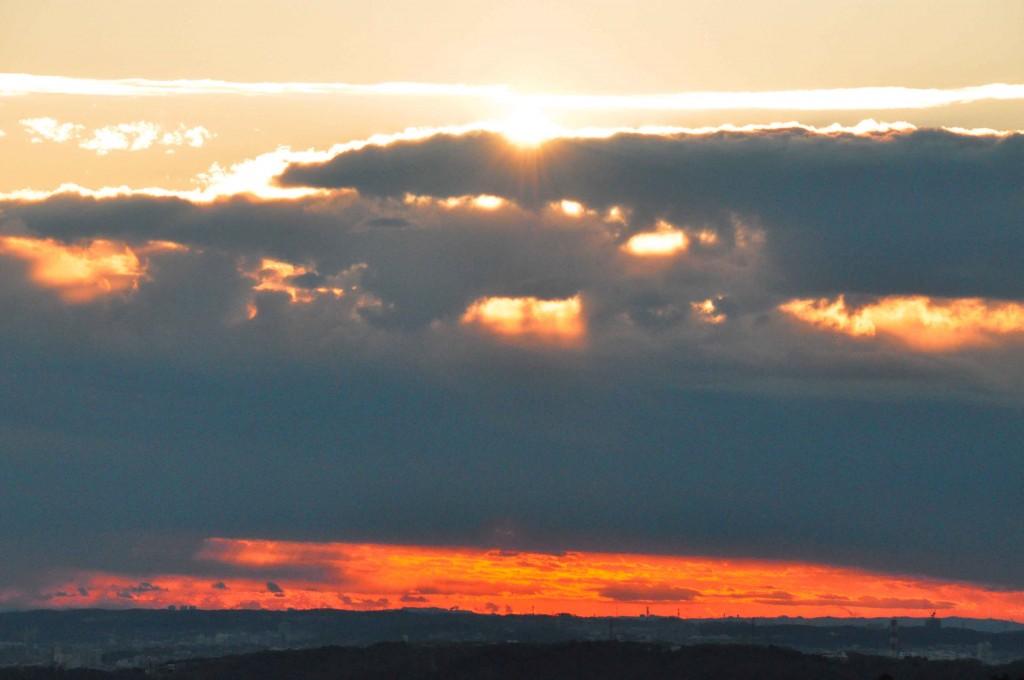 予定時刻より35分遅れで、ようやく雲の上に顔を出す。