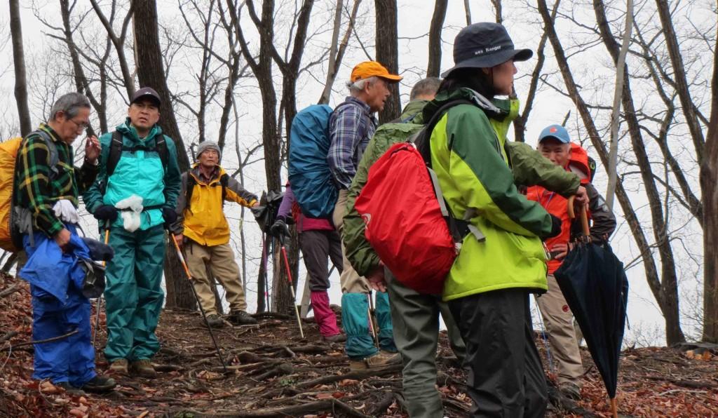 麻生山山頂は霧に包まれ、静寂さに包まれていました。