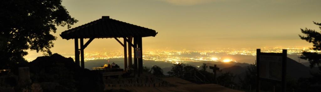 すっかり陽が落ちて、東に広がる都心の武蔵野台地の灯が、輝きを増してきます。