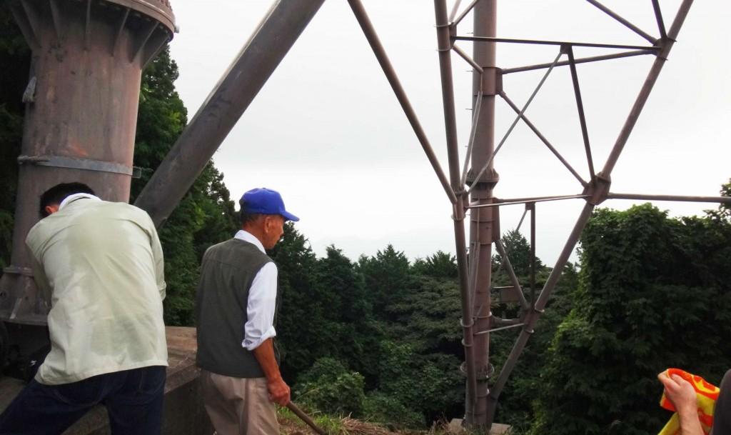 東電新秩父線19号鉄塔下。前回調査時より雲が多く、視界がきかなかった。