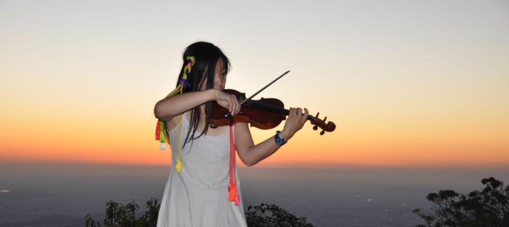 静寂に包まれた山頂には、繊細なヴァイオリンの響きが良く似合う。
