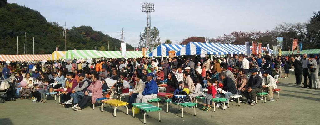 2日目は暖かな日差しに恵まれ、大勢の来場者でにぎわいました。