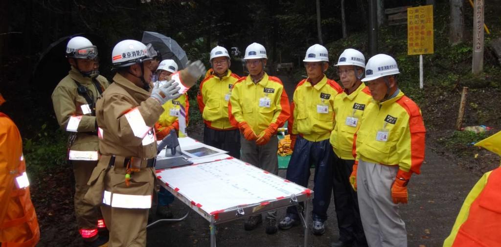 模擬指令所が設置され、隊員より訓練の具体的内容の説明を受ける。
