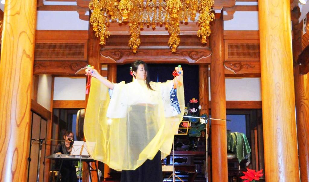 コンサートの最後はシンセサイザーの幻想的な迫力ある演奏に合わせた、当地に伝わる平将門伝説をテーマにした古代舞が舞われ、盛りだくさんのコンサートが終了しました。
