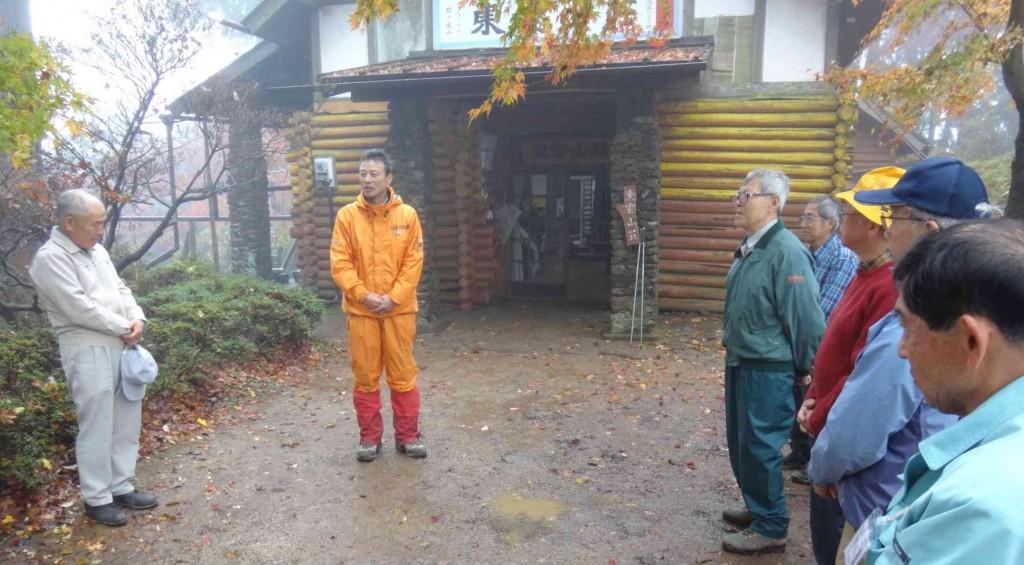 一泊研修で消防署員とアドバイザーとの交流を深め、山荘前での解散式により,現地解散としました。
