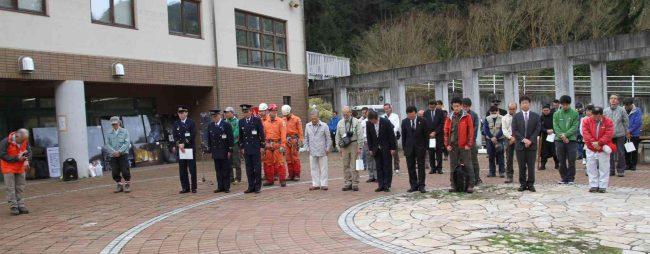 式典開始に際し、山岳犠牲者の御霊に対して1分間の黙祷をささげました。