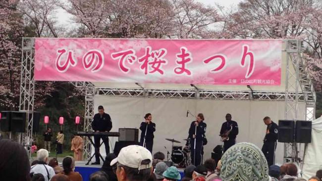 今回初めての試みとして、横田基地のジャズバンドグループの出演もあり、本場仕込みのリズム感で会場を沸かせていました。