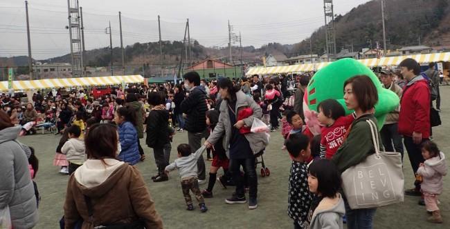 ステージは子供ゃ若者向けの出演が多かったため、親子連れの来場者でにぎわっていた。