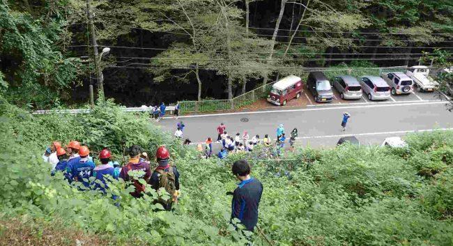 麓の駐車場に下り、装備を解いてから滝本の平井川源流へと向かう。
