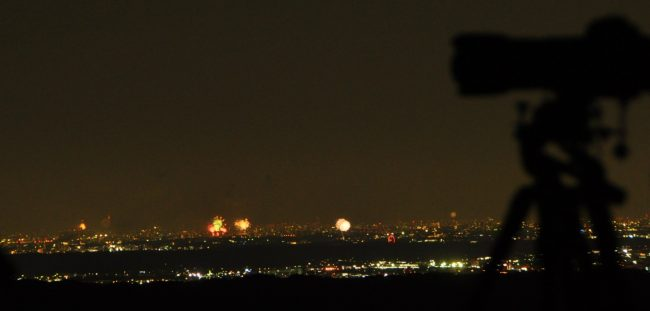 今日8月第一土曜日は花火大会のラッシュで江戸川、板橋、昭島、青梅など、大小10か所以上の花火大会が見られる。近くの青梅の花火をとる人が多かったが、私はまた江戸川の花火とスカイツリーのコラボを狙った。